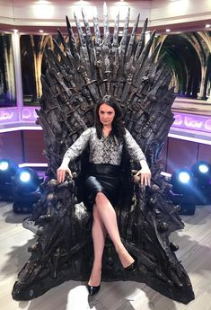 """""""Channeling my inner Daenerys Targaryen (Emilia Clarke) In the throne in the studio 😠"""" Leather Dresses, Leather Mini Skirts, Hottest Weather Girls, New Mummy, Tv Presenters, Dressed To Kill, Hello Gorgeous, Sexy High Heels, Sports Women"""