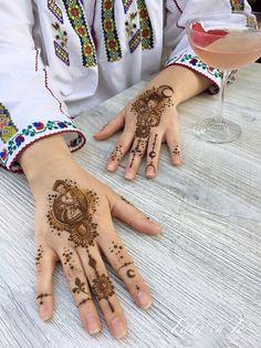 Henna by Ana s Work - Fata cu ie Hand Henna, Hand Tattoos