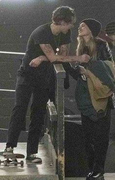 Grunge Couple, Grunge Boy, Indie Couple, Relationship Goals Pictures, Cute Relationships, Cute Couples Goals, Couple Goals, Emo Couples, Romantic Couples