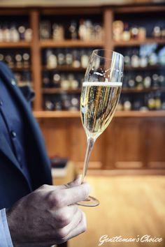 Jak wznosić toast?  Mens Fashion | Menswear | Men's Apparel |Men's Outfit | Sophisticated Style | Moda Masculina | Savoir Vivre, champagne, szampan, alkohol