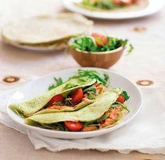 Glutenfria basilikapannkakor fyllda med en smakrik kräm på vita bönor och soltorkade tomater.