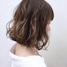 グレイッシュに飽きた方に。ジンジャーイエローはいかがでしょう。 Short Wavy Hair, Curly Hair Tips, Curly Hair Styles, Hair Styles 2016, Medium Hair Styles, Bob Haircut With Bangs, Hair Arrange, Hair Shows, Shoulder Length Hair