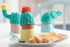 How To Crochet Cactus Egg Cosies Loom Knitting Projects, Crochet Projects, Sewing Projects, Easter Bunny Cupcakes, Easter Bunny Eggs, Crochet Robin, Hobbies And Crafts, Crafts For Kids, Charm Pack Patterns