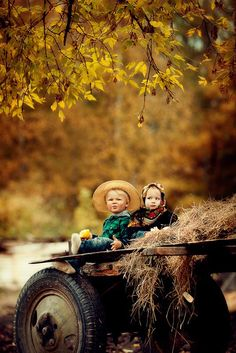 Hayride - Autumn, often known as fall Country Life, Country Girls, Country Living, Country Babies, Country Charm, Cool Baby, Jolie Photo, Happy Fall, Farm Life