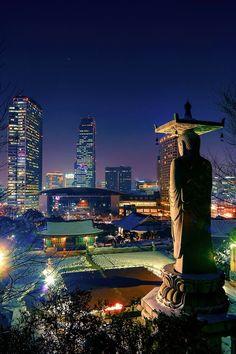 """Skyline nocturno de Seul agraciada vista nocturna  """"y le pedí a la luna que mostrara todo su esplendor y heme aquí viéndote como si fueras un milagro"""""""
