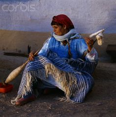 Africa | Berber Woman Spinning Wool. Morocco |  © Margret Courtney - Clark