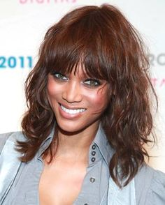 Variety of Tyra Banks Medium Curly Hairstyle hairstyle ideas and hairstyle options. If you are looking for Tyra Banks Medium Curly Hairstyle hairstyles examples, take a look. Medium Length Wavy Hair, Medium Hair Cuts, Medium Hair Styles, Curly Hair Styles, Medium Curly, Haircut Medium, Short Wavy, Long Layered, Short Haircut