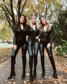 Mode Des Leggings, Leather Bodysuit, Leder Outfits, Wet Look Leggings, Sexy Latex, Hot Brunette, Skinny, Up Girl, Sexy Hot Girls