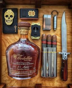 Cigar Club, Cigar Bar, Zigarren Lounges, People Brand, Cigar Room, Cigars And Whiskey, Edc Everyday Carry, Wax Seals, Bourbon