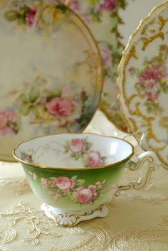 Items similar to Vintage Elizabethan England tea cup Floral porcelain on Etsy Vintage Cups, Vintage China, Vintage Tea, Vintage Party, Vintage Dishes, Antique China, Vintage Green, Café Chocolate, Teapots And Cups