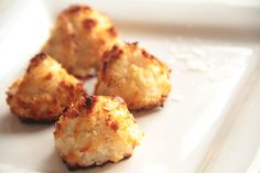 Coconut macaroons are really easy to make (get the kids in the kitchen), contain only a few ingredients and are divine. They make a great snack or dessert, whether eaten straight from the oven or cold. They keep up to 5 days in the fridge.