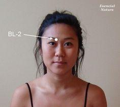 Contrariamente a la creencia popular, la visión no tiene que disminuir con el tiempo. Con el ejercicio regular de los músculos que controlan los movimientos de los ojos y la agudeza visual, puede reducir la fatiga visual y mantener o incluso mejorar su visión. La utilización de algunos puntos de acupresión también puede ayudar mediante…
