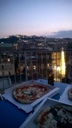 top of Napoli-pizza