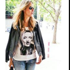 Arrancamos la semana con lluvia y frío.  Hoy os dejo un look que me puse el otro día,  y que merece un primer plano, porque me tiene enamorada. Os estoy hablando de mi camiseta Eleven Paris de la tienda multimarcas Colonial @Ashley layne , con el rostro de la mismísima Kate Moss. ¿ No os parece lo más ????. Feliz semana a tod@user!!!!♡♥♥♡