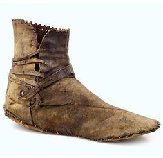 Vind magazine - Geschiedenis, archeologie, kunst en antiek - Stepping Through Time - 2019 Medieval Boots, Medieval Life, Medieval Clothing, Historical Costume, Historical Clothing, 14th Century Clothing, Walking Gear, Renaissance, Schuster
