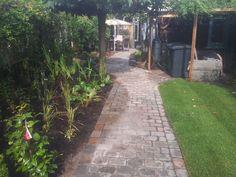Bestratingen Japanse tuin Natuurlijke vijver met trap Pergola's Schanskorven Strakke moderne stijl met vijver Overige Trap, Zen, Sidewalk, Modern, Photograph Album, Trendy Tree, Side Walkway, Sidewalks, Pavement
