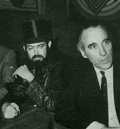 Zé do Caixão, encontrou em 1974 o ator inglês Christopher Lee, um dos Dráculas mais famosos do cinema. O encontro foi foi em Paris durante a 3ª Convenção do Cinema Fantástico. Veja também: http://semioticas1.blogspot.com.br/2011/09/elogio-do-vampiro.html