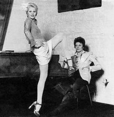 David And Angie Bowie.LOVED them and this photo back in the day. Angela Bowie, David Bowie Born, David Bowie Ziggy, David Jones, Beatles, Mayor Tom, Duncan Jones, Ziggy Played Guitar, The Thin White Duke