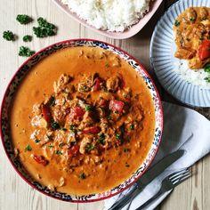 Kyllingegryde - mild og rund i smagen pga. den søde paprika og den cremede fløde. Kyllingegryden er et hit på en regnvejrsdag.