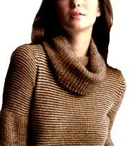 Another great late look. Female guests at the party could be in sweaters like this. 70s Fashion, Fashion Wear, Fashion Beauty, Fashion Trends, 1970s Looks, The Good Old Days, Cowl Neck, Childhood Memories, Retro Vintage