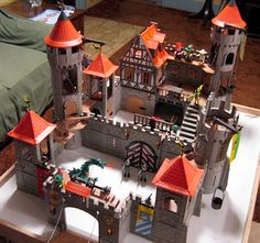 Yes, I love my Playmobil castles...I'll buy some and finally finish them when I'm established...this is for you, Dad and Greg. - What do you think of our Pinterest? http://studiocigale.fr/contact/