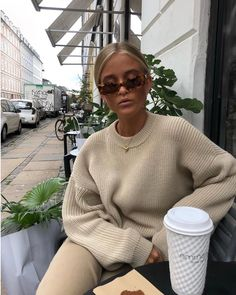 street_style_paris on Poshinsta Mode Outfits, Fall Outfits, Casual Outfits, Fashion Outfits, Fashion Trends, Fashion Clothes, Mode Kylie Jenner, Beige Outfit, Winter Fits