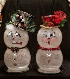Mr Mrs FishBowl snowmen snowman crafts Awesome Christmas Decorations on a Budget - Fish Bowl Snowman Christmas Decor Diy Cheap, Snowman Christmas Decorations, Snowman Crafts, Homemade Christmas Gifts, Christmas Centerpieces, Christmas Snowman, Christmas Projects, Holiday Crafts, Christmas Diy