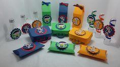 Kit de lembrancinhas para festa, composto por 60 itens, conforme descrito abaixo: <br>12 maletas, confeccionados em papel 180 gramas ; <br>12 caixas pillow, confeccionados em papel 180 gramas; <br>12 tubetes plásticos com tampa transparente na medida de 13cm, <br>12 garrafinhas plasticas de 50ml; <br>12 caixas milk, confeccionadas em papel 180 gramas. <br> <br>Todos os itens são decorados com papel de scrap 180 gramas, opaco e perolado. Os doces não acompanham o produto. <br>Todos os…