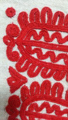 irasos イーラーショシュ Hand Embroidery Projects, Embroidery Leaf, Hungarian Embroidery, Embroidery Stitches, Beautiful Hands, Folk, Mandala, Hungary, Leaves