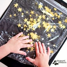 Check out our simple and affordable Starry Night Sensory Bag - the perfect constellation sensory play for our Study the Stars unit study for preschoolers Sensory Bags, Sensory Bottles, Sensory Activities, Infant Activities, Sensory Play, Nursery Activities, Baby Sensory, Space Preschool, Preschool Science