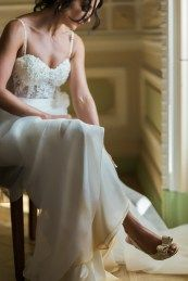 ALGARVE WEDDING PLANNERS, CASAMENTO, CASAMENTO REAL, DESTINATION WEDDING, FOTÓGRAFOS, NOIVOS ESTRANGEIROS, PASSIONATE, PASSIONATE PHOTOGRAPHY, REAL WEDDING  wedding se marier au portugal algarve soleil se marier à l'algarve algarve weddings venue bride look shoes mariée escarpins 2018 sapatos de casamento Wedding Story, Algarve, Marie, Look, Portugal, Wedding Dresses, Fashion, Dating Anniversary, Bhs Wedding Shoes