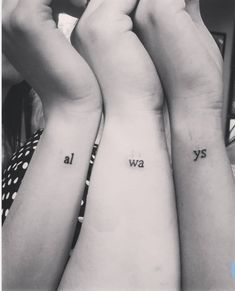 If you lot together with your best friend know that both of you lot are a TRUE friend to each other The 56 Coolest Matching BFF Tattoos That Prove Your Friendship Is Forever 3 Friend Tattoos, Bestie Tattoo, Matching Best Friend Tattoos, Matching Family Tattoos, Hp Tattoo, Bff Tats, Tattoo Sister, Tattoo Flash, Siblings Tattoo For 3