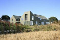 East Bankhead Farm in Monikie (UK) by Leadingham Jameson Rogers & Hynd (LJRH), Dundee & Professor Graeme Hutton, University of Dundee Contractor: McCormick & Hunter, Copyright: Paul Kozlowski #Architecture #Farm #Countryside #PIGMENTO #VMZINC #Zinc #Façade #Facade #Roofing #UK #Project #SimpleLockSeam