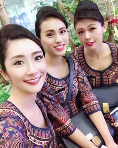 【Singapore】 Singapore Airlines cabin crew / シンガポール航空 客室乗務員 【シンガポール】 Flight Girls, Military Women, Batik Dress, Girls Uniforms, Cabin Crew, Flight Attendant, Beautiful Asian Girls, Asian Beauty, Photo And Video