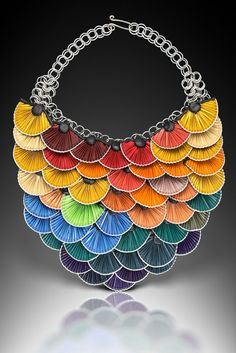 We already several jewels made from upcycled Nespresso caps (here, here or here) but the jewels done by Kathleen Nowak Tucci are certainly the most beautif