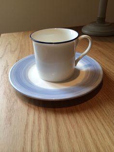 Taza y plato pintado a mano