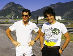 """Autódromo de Jacarepaguá, Rio de Janeiro. Os """"amigos"""" Ayrton Senna e Nelson Piquet posam para foto. Eles deram ao Brasil seis títulos mundiais."""