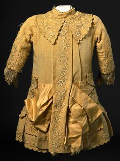 Child's dress (back view), c. 1880, Museu Nacional do Traje.