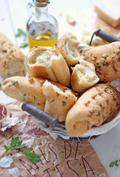Panecillos de ajo, perejil y parmesano