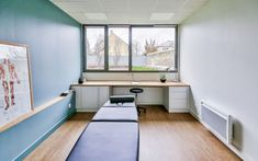 Clinic Interior Design, Clinic Design, Design Clinique, Chiropractic Office Decor, Small Office Design, Cabinet Medical, Cabinet Inspiration, Gym Decor, Medical Design