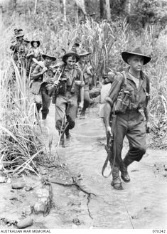 "FARIA VALLEY, NEW GUINEA. 1944-02-09. PERSONNEL OF ""B"" COMPANY, 2/10TH INFANTRY BATTALION, CROSS THE FARIA RIVER ON THE JOURNEY TO THE RAMU VALLEY AFTER BEING RELIEVED BY THE 58/59TH INFANTRY ... Australian Defence Force, Anzac Day, Military Pictures, British Soldier, Lest We Forget, Second World, Vietnam War, World History, Military History"