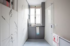http://vimeo.com/109832468 This is by far the tiniest of dwellings I have ever seen. The 8 sqm (86 sqft) studio apartment, formally a maid's room in an elegant Haussmann building, was remodeled by ...