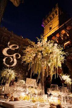 Wedding dinner. - Alma Project @ Castello di Vincigliata - Courtyard lighting - initials - entertainment