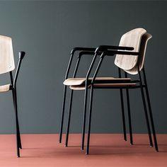Pause stole fra Magnus Olesen er en bestseller. De passer ind i de fleste indretninger med det tideløse design. De kan stables og designes som du ønsker!