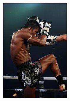 "Buakaw Banchamek (martial artist) ~ Muay Thai (fighting style) ~ Mik's Pics ""People l"" board K1 Kickboxing, Muay Thai Training, Boxing Training, Taekwondo, Jiu Jutsu, Buakaw Banchamek, Muay Thai Kicks, Martial Artists, Body Poses"