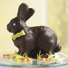 This is the ultimate dessert for an Easter gathering, a bunny-shaped cake coated with rich chocolate ganache. Easter Bunny Cake, Chocolate Easter Bunny, Easter Treats, Easter Eggs, Bunny Cakes, Bunny Birthday, Easter Food, Easter Cookies, Easter Dinner