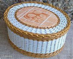 Привет всем!!! Представляю на ваш суд еще несколько своих работ. И, главное, хочу показать как я заканчиваю послойное плетение, потому что у многих есть такая проблема с заканчиванием...  Трубочки покрашены колер+вода+лак, белые-потребительская бумага, размер шкатулки 26х22х12 фото 11 Baskets On Wall, Wicker Baskets, Gift Baskets, Layered Weave, Newspaper Basket, Paper Weaving, Sewing Baskets, Flower Girl Basket, Wicker Furniture