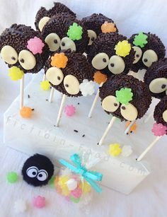 """Fiction-Food Café: Soot Sprite Cookie Pops for """"Spirited Away"""" & """"Totoro"""" Totoro, Sprite Cake, Cake Pops, 2nd Birthday, Birthday Parties, Beste Brownies, Anime Cake, Texas Chili, Cute Desserts"""