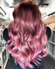 Take a dip into the sweet realness of a dramatic, two-toned pink hair. Be sure to check out these trendy pink ombré hair photos! Pink And Black Hair, Black Hair Ombre, Hair Color Pink, Cool Hair Color, Hair Colors, Pink Hair Highlights, Chunky Highlights, Caramel Highlights, Beautiful Hair Color