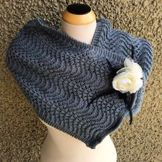 Every knitter has a collection of leftover skeins left in their stash. This Single Skein Denim Scarflette scarf knitting pattern is the absolute perfect stash buster knitting pattern to help clear out those leftovers. Knit Cowl, Knitted Poncho, Knitted Shawls, Crochet Scarves, Crochet Shawl, Knit Crochet, Women's Shawls, Cozy Knit, Knit Hats